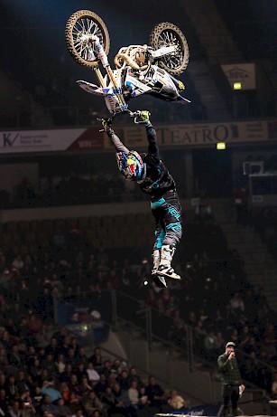 Dirt Biker: NIGHT of the JUMPs: World Team Championship