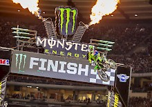 Eli Tomac gewinnt die Triple Crown Night in Anaheim Supecross