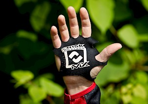 "SPEEDCHECK: Risk Racing ""Palm Protectors"""